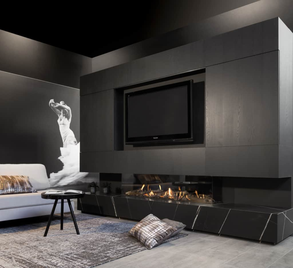 Cheminée gaz panoramique et marbre noir