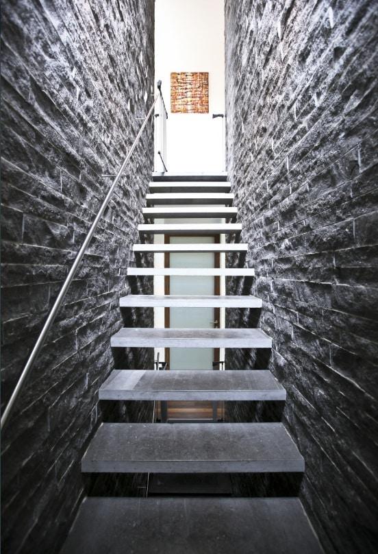 escalier pierre du hainaut
