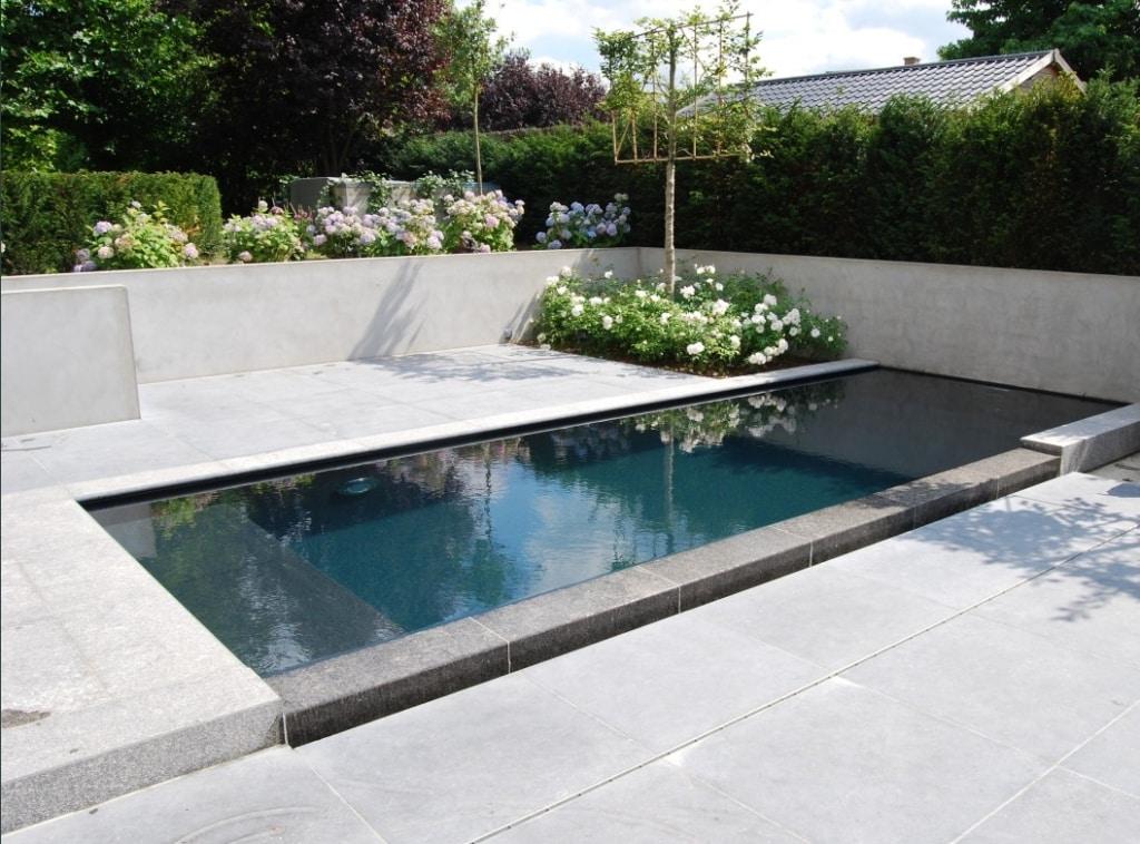 Plage et margelle de piscine