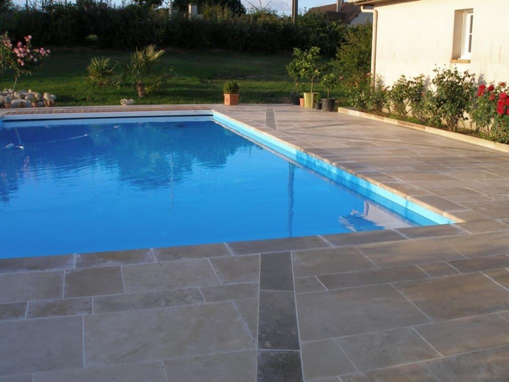 Carrelage et margelle de piscine