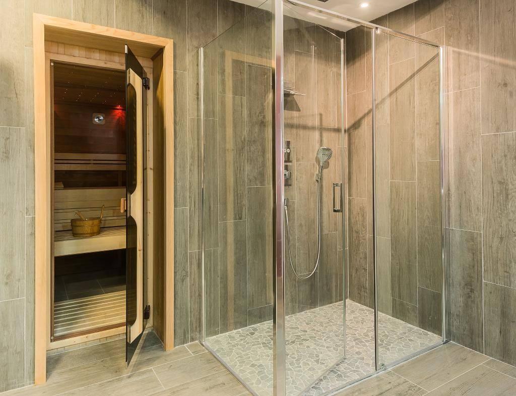 Grande douche vitrée